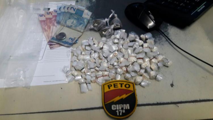 Cerca de 400 porções de drogas foram apreendidas - Foto: Divulgação | SSP-BA