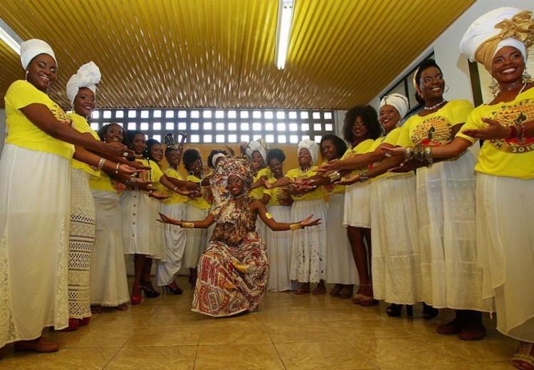 Candidatas e a atual Deusa do Ébano, Gisele Soares, na véspera do dia do concurso - Foto: Alessandra Lori l Ag. A TARDE
