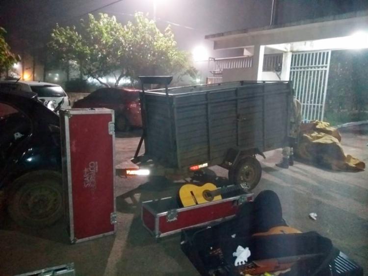 Violões, piano e mala de produção foram alguns dos materiais encontrados pela polícia - Foto: Divulgação | SSP-BA