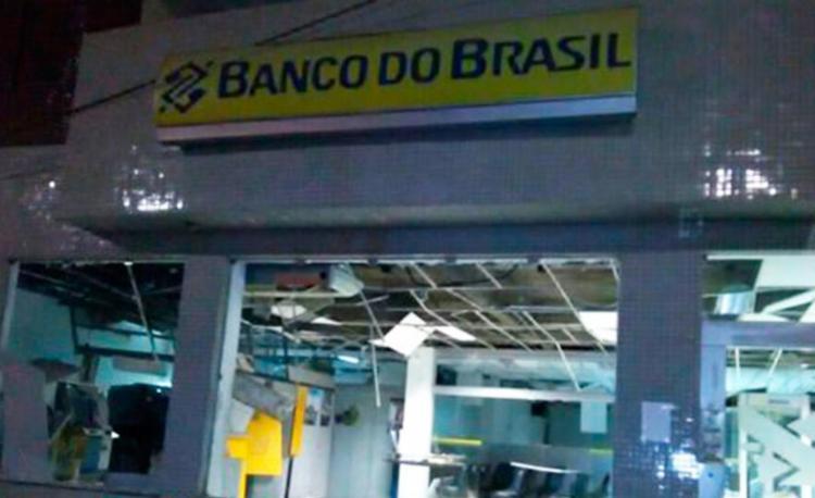 Agência ficou destruída após a ação de bandidos - Foto: Reprodução | Blog Braga