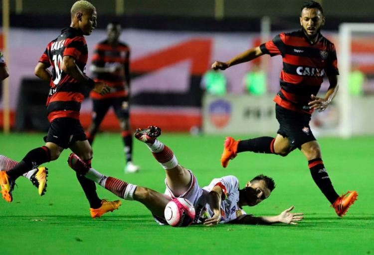 Vitória repete erros da temporada passada na estreia do Baianão - Foto: Adilton Venegeroles | Ag. A TARDE