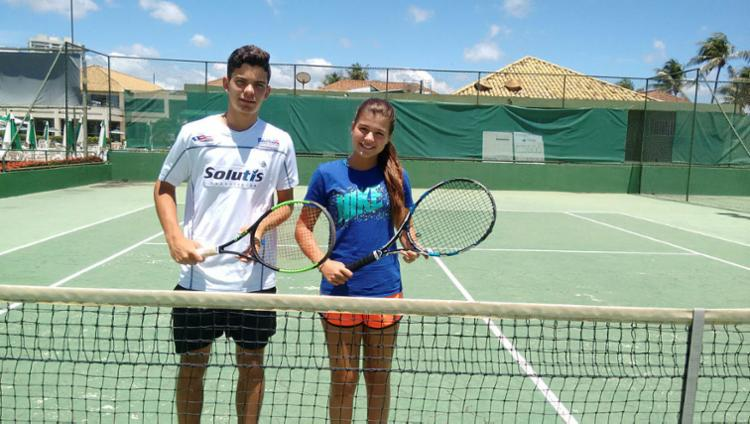Natan Rodrigues e Maria Menezes, de 15 anos, mantêm rotina com muitos treinos - Foto: Aurélio Lima   Ag. A TARDE