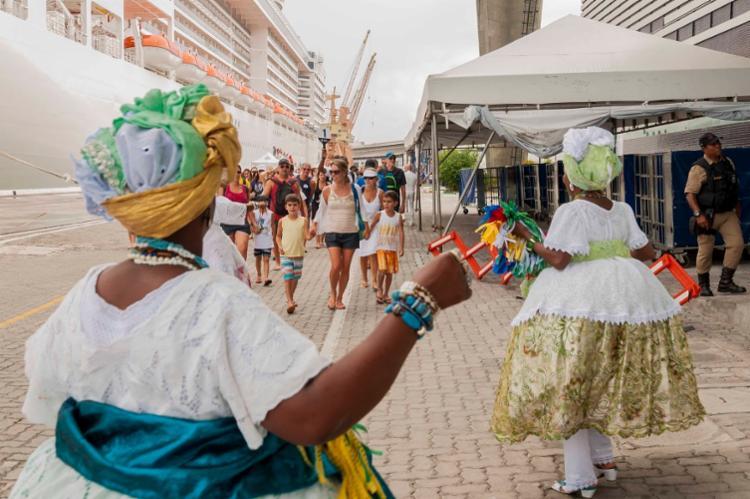 Os turistas serão recebidos por baianas distribuindo fitinhas do Senhor do Bonfim e pelo cantor Ed Bala com a Fanfarra Mágica - Foto: Rosilda Cruz/GOVBA