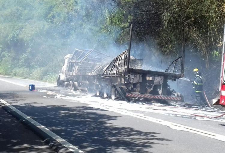 Equipes do Corpo de Bombeiros foram chamadas - Foto: Divulgação | PRF