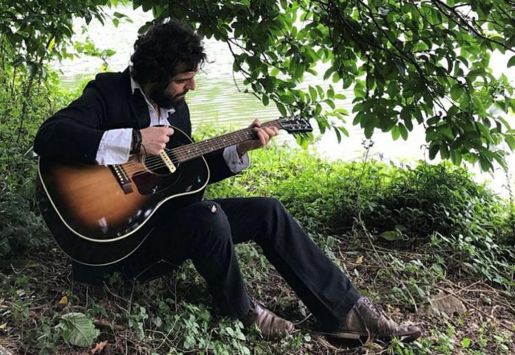 Martin Mendonça faz shows de divulgação do seu trabalho solo - Foto: Caroline Bittencourt | Divulgação