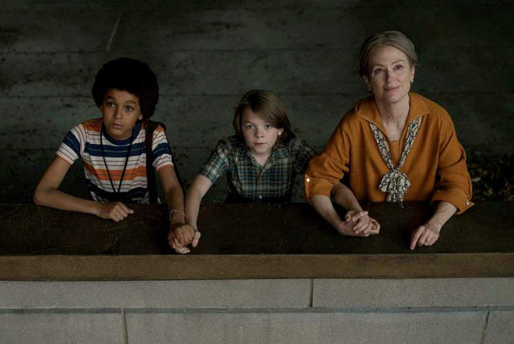 Filme conta a história de Ben, interpretado por Oakes Fegley (ao centro), que é atingido por um relâmpago - Foto: Divulgação