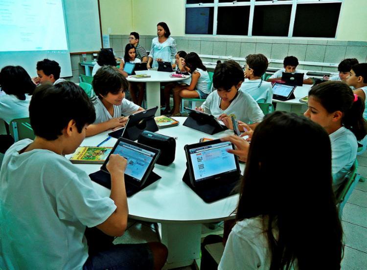 Apenas 28,3% dos estudantes do Brasil afirmaram ter acesso a computadores com internet nas escolas - Foto: Blog Professora Gabriela   Divulgação