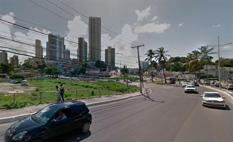 O corpo estava na calçada do cruzamento das avenidas Garibaldi e Vasco da Gama - Foto: Reprodução | Google Maps