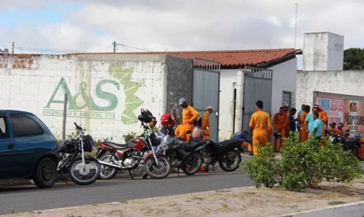 Os veículos foram furtados na garagem da empresa, em Conceição do Coité - Foto: Reprodução   Bahia Acontece
