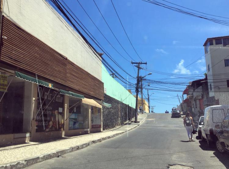 Comércio da Bastos Araújo não abriu por conta do suposto toque de recolher - Foto: Brenda Ramos | Ag. A TARDE