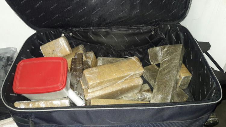 Parte da droga estava em mochila e restante na residência do suspeito - Foto: Divulgação | Polícia Civil