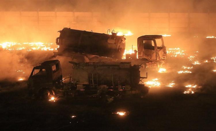 Cerca de 500 equipamentos e três caminhões ficaram totalmente destruídos - Foto: Joá Souza l Ag. A TARDE