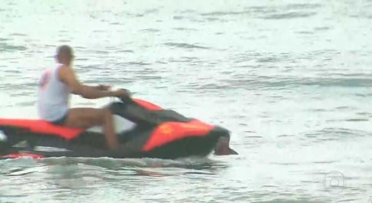 Bombeiros realizam buscas pela aeronave na manhã desta terça - Foto: Reprodução | TV Globo