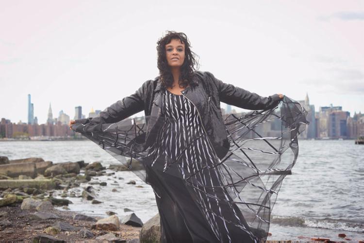 Cantora revisita algumas canções dos últimos sete anos - Foto: Divulgação