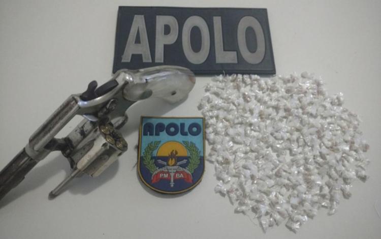 Revólver e pedras de crack foram encontrados com o suspeito no local do confronto - Foto: Divulgação | SSP
