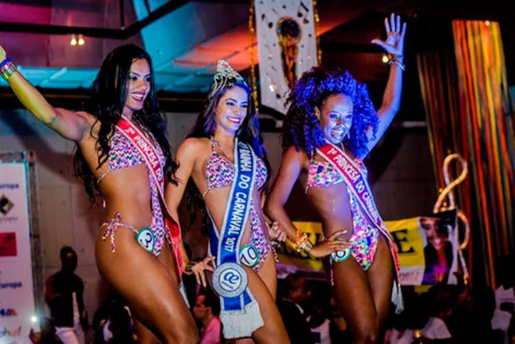 Rainha e princesas do carnaval 2017 durante o desfile final - Foto: Gorgônio Loureiro | Divulgação