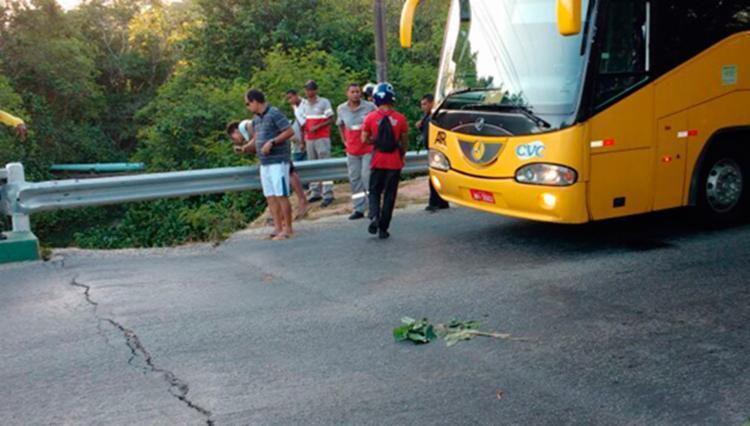 Pista apresenta rachaduras e motoristas temem desabamento - Foto: Reprodução | Blog O Baianão.Net