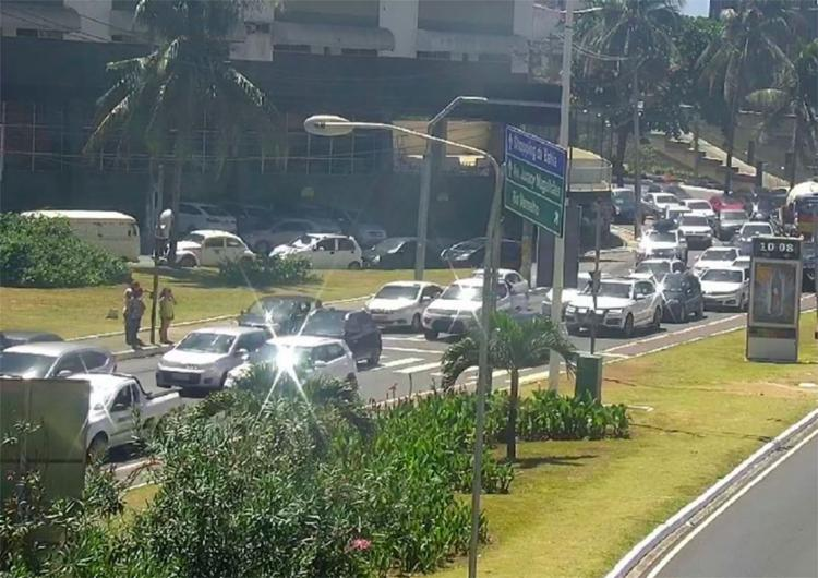 Motoristas que seguem no sentido centro da cidade enfrentam congestionamento nesta manhã - Foto: Divulgação   Transalvador