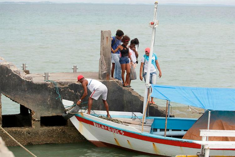 Pier de São Tomé de Paripe sofre com falta de estrutura e manutenção - Foto: Raul Spinassé | Ag. A TARDE | 25/08/2017