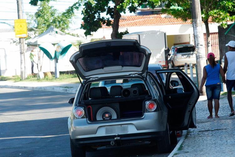 Lucas foi flagrado com mala do carro aberta e som alto ligado - Foto: Margarida Neide | Ag. A TARDE