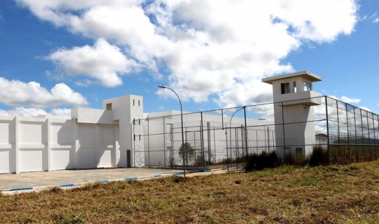 Corpo do detento foi jogado em uma das entradas do pavilhão interior - Foto: Divulgação | Seap