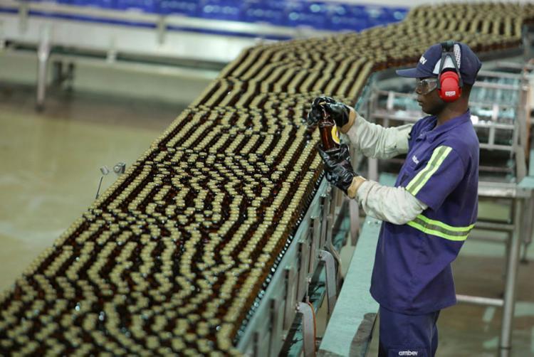 Fábricas contratam 62.010 trabalhadores e contribuem para alcançar resultado - Foto: Joá Souza   Ag. A TARDE   22/03/2017