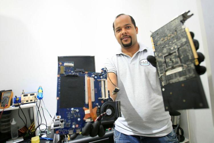 Pinheiro viu o salário dobrar na área de tecnologia - Foto: Mila Cordeiro | Ag. A TARDE | 25.01.2018