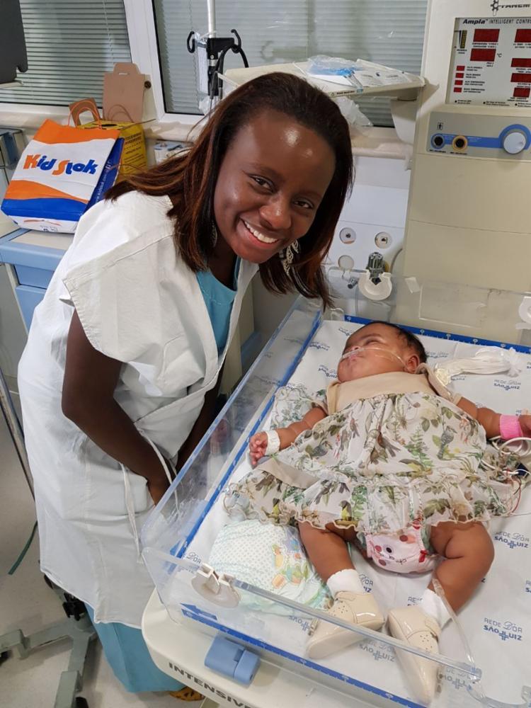 A bebê foi liberada pelos médicos após alcançar surpreendentes 6,6 quilos - Foto: Maternidade São Luiz | Divulgação