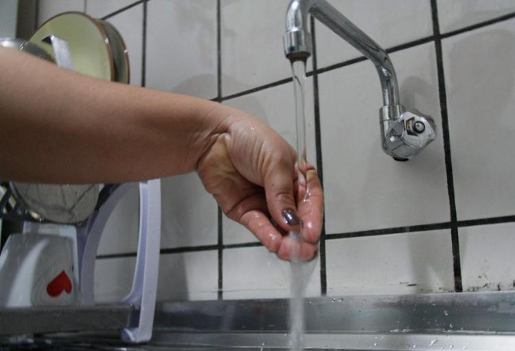 Serviço foi suspenso neste domingo, 28, para a realização de uma obra na rede de água - Foto: Joá Souza | Ag. A TARDE | 26.04.2013