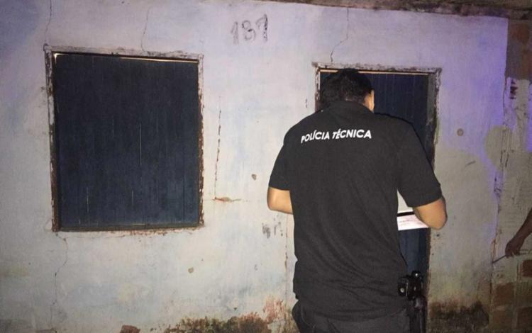 Agentes do Departamento de Polícia Técnica periciaram o corpo da vítima - Foto: Reprodução | LiberdadeNews