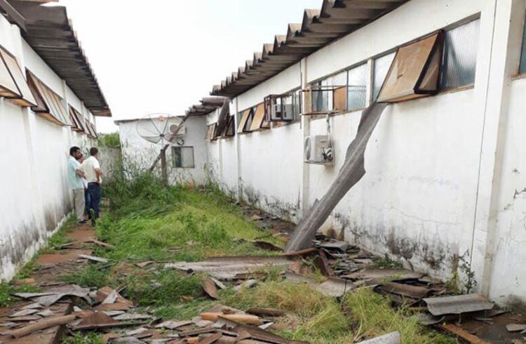 Parte da enfermaria do Hospital Regional da cidade ficou destruída - Foto: Reprodução | Achei Sudoeste
