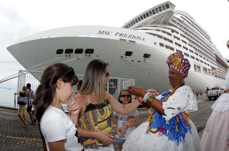 Durante todo o mês de janeiro são esperadas em Salvador 14 embarcações, com cerca de 39 mil visitantes - Foto: Xando Pereira | Ag. A TARDE