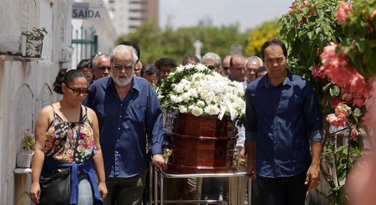 Sepultamento de Antonio Moreira ocorreu nesta quarta-feira - Foto: Raul Spinassé l Ag. A TARDE