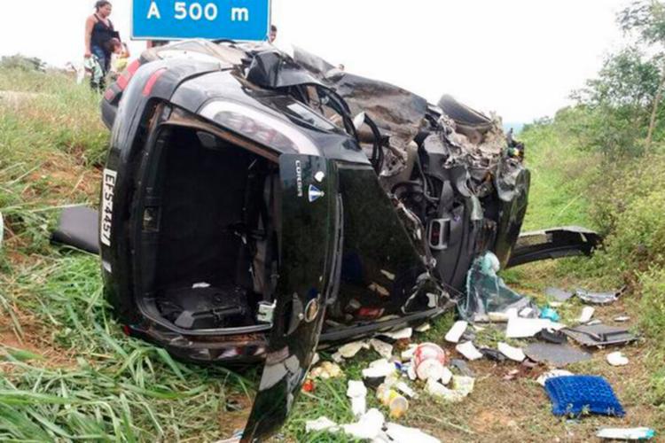 Um dos veículos ficou completamente destruído - Foto: Reprodução   Blog do Anderson
