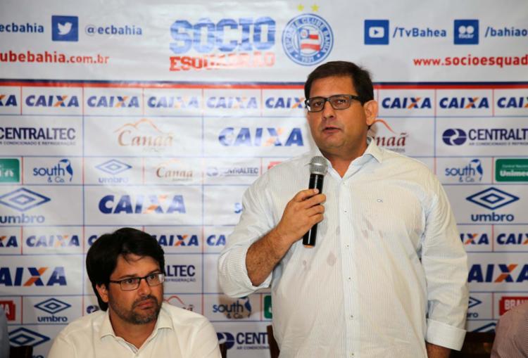 Sem o anúncio de contratações, Guto (dir.) foi apresentado oficialmente ao lado de Bellintani - Foto: Felipe Oliveira | EC Bahia | Divulgação