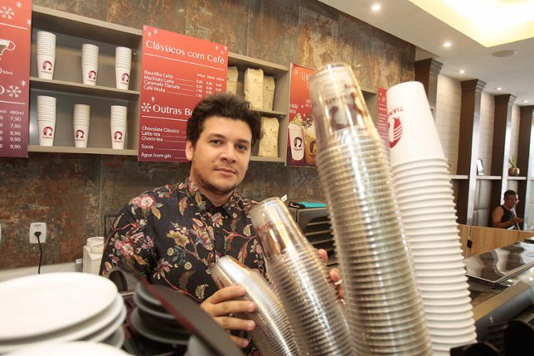 Leônidas apostou no conceito de cafeteria de rua e investiu na filial da Tiamate na Av. Sete - Foto: Luciano da Matta l Ag. A TARDE