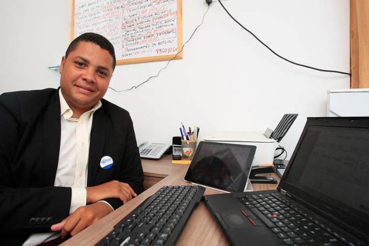 Barbosa concluiu curso no Senai, em 2008, e hoje é executivo da Placo - Foto: Alessandra Lori l Ag. A TARDE
