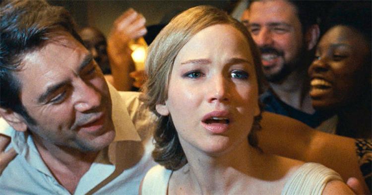 Atriz Jennifer Lawrence (em cena com Javier Bardem) protagoniza 'Mãe', filme que causa um misto de curiosidade com confusão - Foto: Reprodução