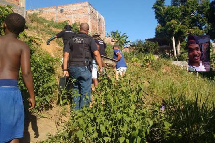 Servidores do Instituto Médico Legal tiveram dificuldade para transportar o corpo de Rafael - Foto: Andrezza Moura l Ag. A TARDE