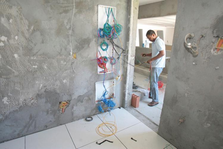 Instalações elétricas em casas antigas exigem mais atenção - Foto: Luciano da Matta | Ag. A TARDE