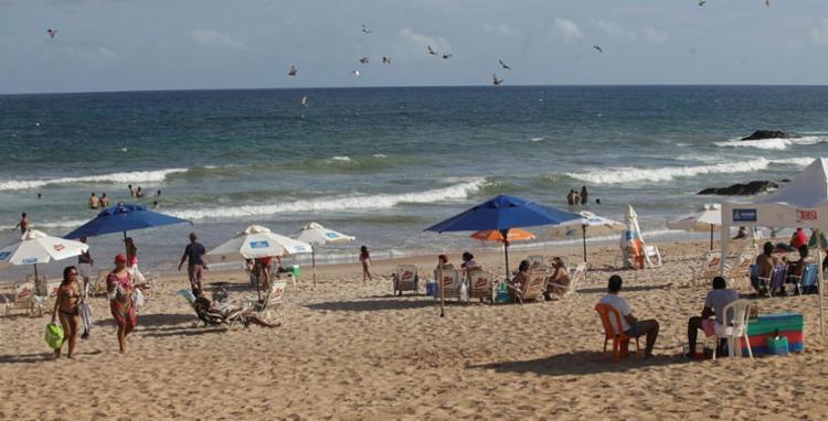 Em Jaguaribe, Embasa recomenda evitar o contato com a água até quarta-feira - Foto: Adilton Venegeroles l Ag. A TARDE