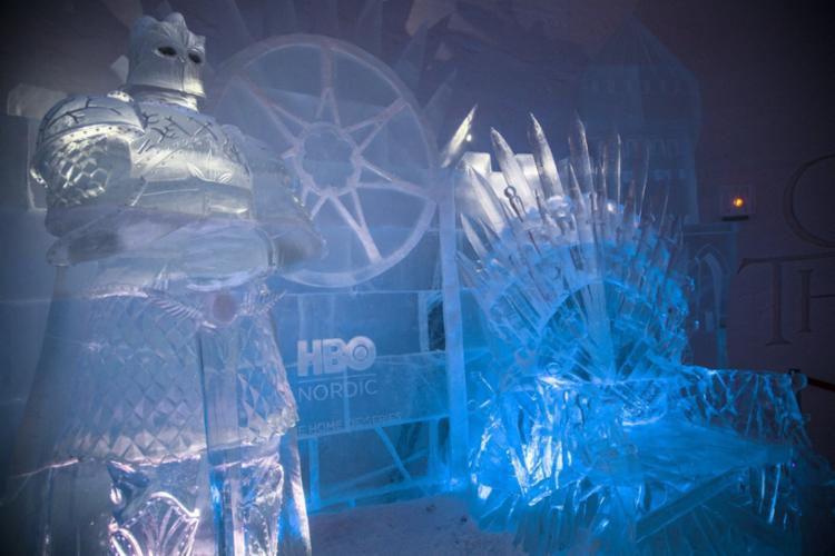 Novo hotel de gelo traz universo da trama em seus ambientes - Foto: Tuomas Kurtakko | Divulgação