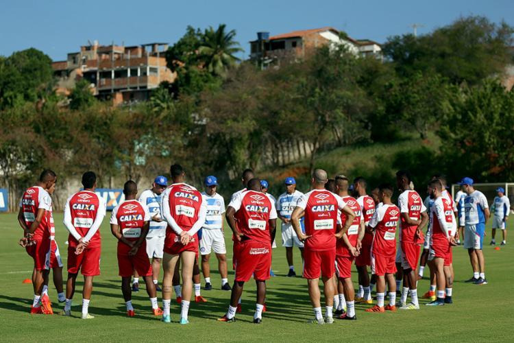 O treinador Guto Ferreira já tem à disposição grande parte dos jogadores para começar o ano; ataque ainda carece de reforços - Foto: Felipe Oliveira l EC Bahia