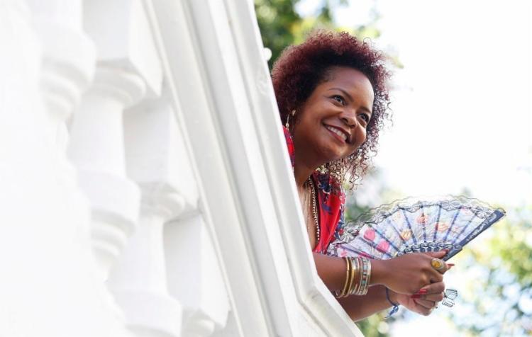 A poeta baiana Lívia Natália foi premiada pela Associação Paulista de Críticos de Arte - Foto: Adilton Venegeroles / Ag. A TARDE