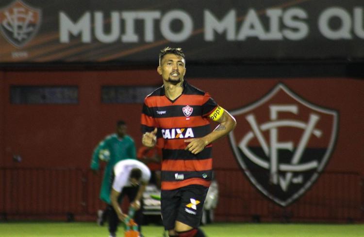 Camisa 9 não brilhou, mas foi o vice-artilheiro do Vitória em 2017, com 12 gols em 31 jogos - Foto: Maurícia da Matta l EC Vitória