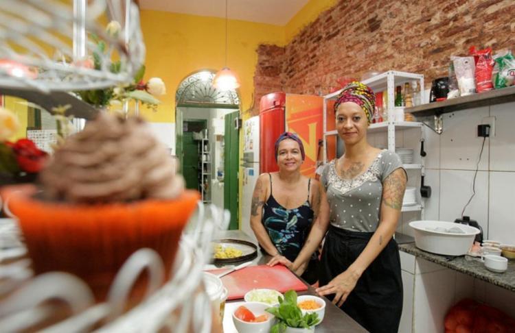 Luciana Rangel e Carol Reis criaram a Rango Vegan há 11 anos - Foto: Mila Cordeiro / Ag. A TARDE