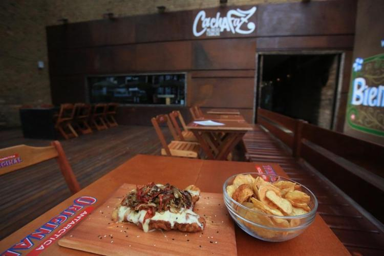 O Cachafaz, do cozinheiro argentino Luis Gimenez, oferece 15 opções de milanesas - Foto: Joá Souza / Ag. A TARDE