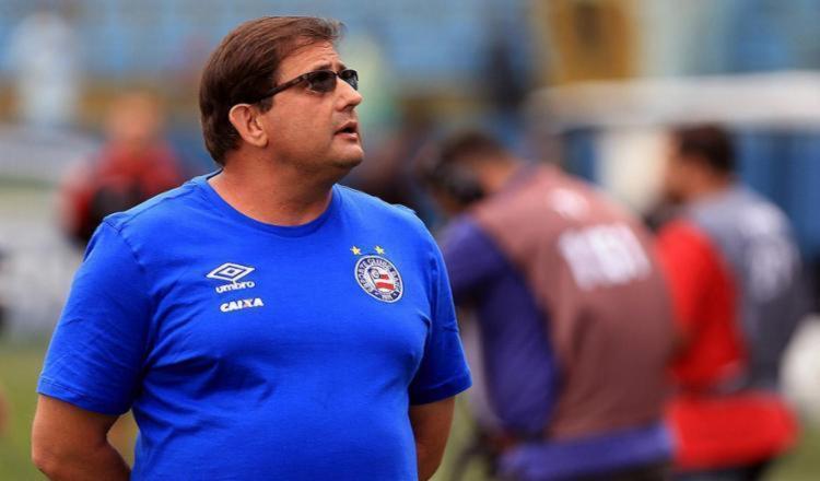 Torcida pede a saída de Guto Ferreira, técnico do Bahia - Foto: Felipe Oliveira | EC Bahia