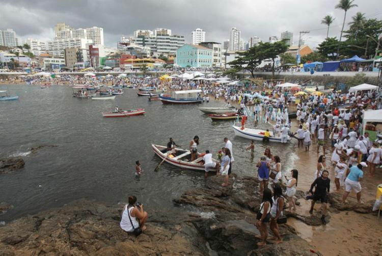 Festa em homenagem à Rainha do Mar acontece neste sábado, no Rio Vermelho - Foto: Raul Spinassé   Ag. A TARDE   02/02/2017