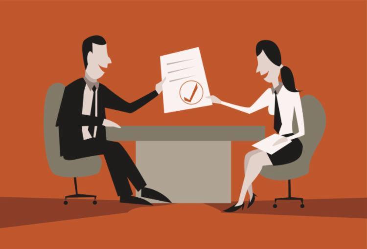 Manter o currículo atualizado é uma das dicas para se conquistar o primeiro emprego - Foto: Reprodução   Internet